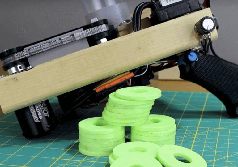YouTuber stworzył wydrukowaną w 3D domowej roboty wyrzutnię dysków